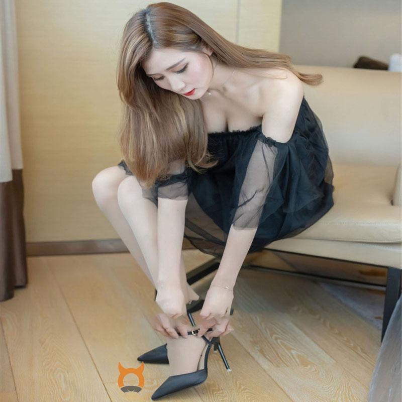 新人模特身材都是无可挑剔的美女 ceci惑力十足的丝袜写真